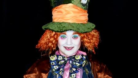 国外女子美妆秀:仿妆爱丽丝梦游仙境中的疯帽子,你觉得像吗?