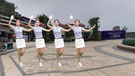 一首简单易学的《站在草原望北京》广场舞版本,舞姿养眼好看