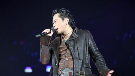王杰凭借这首歌再次回归, 只有他能唱出这种感觉, 太让人心疼!