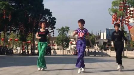 三姐妹齐跳超火鬼步舞《山谷里的思念》帅炸了,为你们点赞!