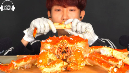 韩国美食小哥,试吃极品帝王蟹,掰开之后全是肉