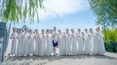点击观看《好看中国舞视频 一群小姐姐跳《青城山下白素贞》》