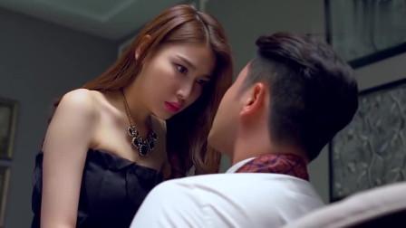 美女朋友送男子回酒店,主�佑H吻男子!
