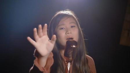 10岁小女孩翻唱《左手指月》,高音直逼萨顶顶,简直太可怕了
