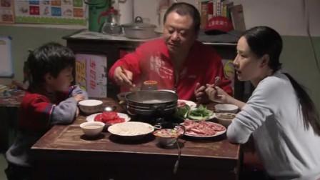 范伟演吃货怎么看怎么贴切,这涮羊肉吃的太有感觉了,范伟:我再喝点汤!