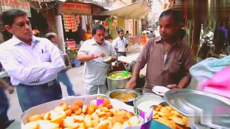 印度美食:街头小吃摊,这是汤还是饮料,顾客好多吃的好开心