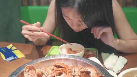 若白的美食vlog,吃了这家店的肉蟹煲才明白,以前吃的肉蟹煲真的太普通