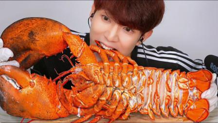 大胃王吃巨型波士顿大龙虾,大口吃得真带劲,网友: 馋得直流口水