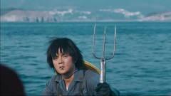 土豪夫妻出海捕鱼,竟撞见海王,跪求抱大腿!