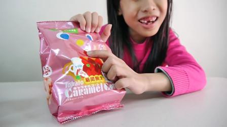 草莓口味的零食来喽,你们喜不喜欢吃呢?