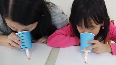 孩子和妈妈挑战用五官来作画,好神奇啊
