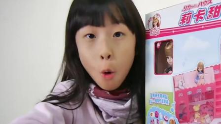 小女孩的芭比娃娃来喽,和她一起玩游戏吧
