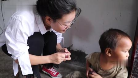 农村妈妈得了疾病,生了2个儿子,5岁了还不会说话,看着真心酸
