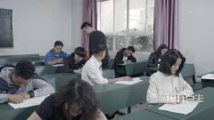 陈翔六点半:同学考试作弊被抓,还一动不动地