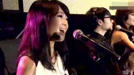 刀郎演唱会演唱这一首歌,五万人同唱!云朵现场助阵狂飙高音