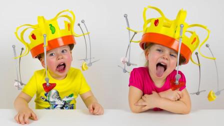 越看越有趣!小正太小萝莉挑战食物旋转帽,谁才是真正的美食王?