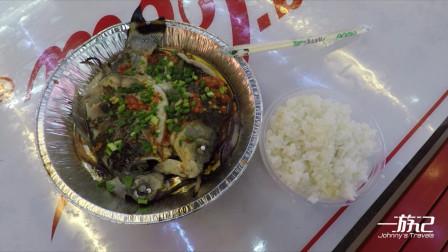 贵州贵阳二七美食街,纸上烤鱼,味道很鲜甜哦,这一顿满足了