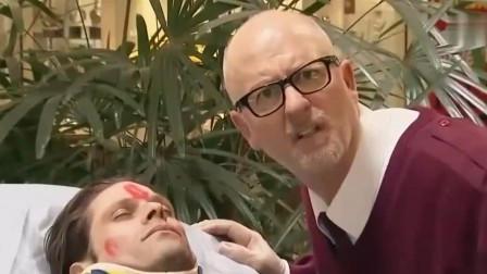 大叔请路人帮忙照看患者,回来时发现病人脸上有口红印