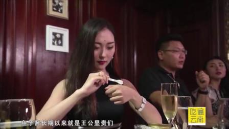顶尖美食吃法都不一样,来的都是白富美,放在手上舔着吃