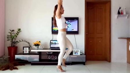 点击观看《京京32步舞蹈怎么爱都爱不够 编舞青儿 中老年娘们最爱》