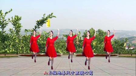 点击观看《中国含小北创意广场舞《爱上双莲爱如火》形体舞》
