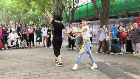 梅子老师和敏姐表演吉特巴,歌曲好听舞步轻盈好看