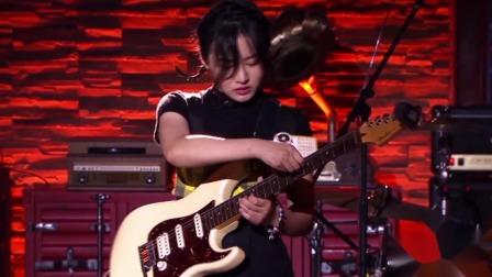 女吉他手玩Loop 陈戈儿让人眼前一亮