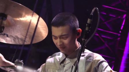 """""""大神""""鼓手安雨降临《一起乐队吧》 技术强悍被称""""神仙"""""""
