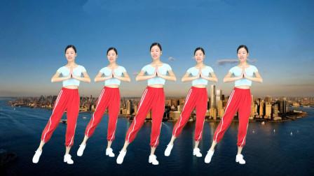 点击观看《新生代32步舞蹈视频深深爱上你 优美动听》