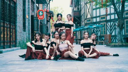 点击观看《中国美女韩舞视频 街头表演真吸睛》