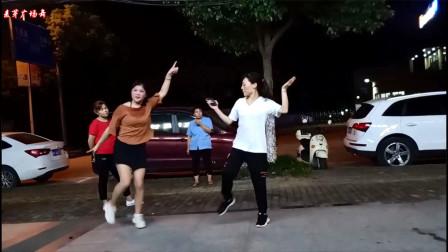 点击观看《麦芽学跳鬼步舞视频 边学边跳多年以后》