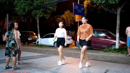 点击观看《麦芽鬼步舞视频《中国红》 刚学舞蹈视频》
