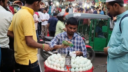 印度街头的手剥蛋,手法独特比开挂还要快,自称是最卫生的美食!