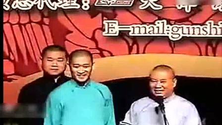 一段早期德云社演出,岳云鹏和曹云金打起来的场面