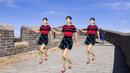 点击观看《阿采32步健身舞视频走着走着就老了 越跳越年轻》