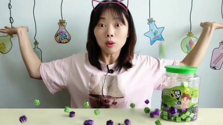 """美食拆箱:妹子吃""""骰子糖"""",满满一罐超开心,奶香浓郁好美味"""