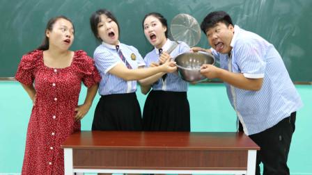 老师拿漏勺请同学们喝绿豆汤,没想被女同学一招搞定!太有才了