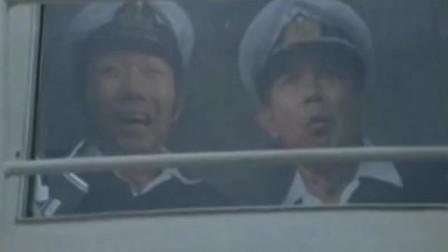 輪船在海上航行,突然受到圓形物體攻擊,竟直接把它搞沉沒了