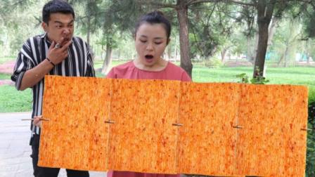 吃辣条串串送飞机,第7串竟是巨型辣条,美女吃了整整三天三夜
