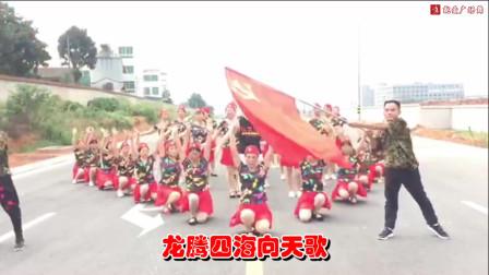点击观看《小帅广场舞《厉害了我的国》献给我们亲爱的祖国!永远繁荣!》