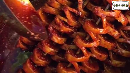 西安街头小吃烤面筋,瞧瞧这辣椒油