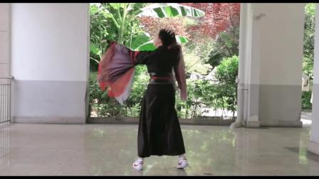 点击观看室外版古典舞视频《极乐净土》一旦沉迷其中 便不可自拔视频