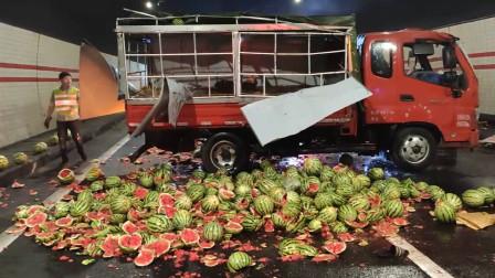 吃货们哭了!宁波一货车侧翻,一车西瓜碎满地所剩无几