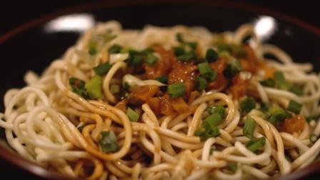 武汉榜上有名的美食,当然少不了热干面,吃一口满嘴留香