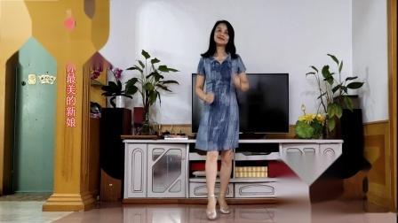 点击观看《霞彩飞扬动感健身舞视频《野花香》 居家妇女最爱》