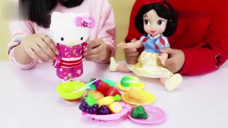 绒绒兔玩具:HelloKitty和白雪公主要自己做饭,儿童切切乐过家家