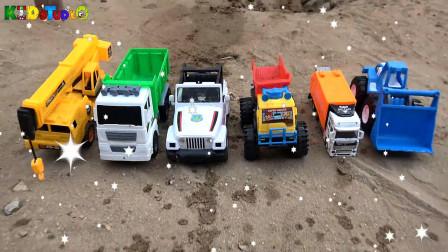 警车和吊车发现和清洗汽车工程车玩具,婴幼儿宝宝玩具过家家游戏视频J67