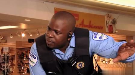 警察离开时小孩拿出警察证,路人一脸懵