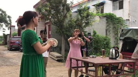 美女唢呐吹奏《河南坠子》,吹得很有味道,韵味非常的优美动听!