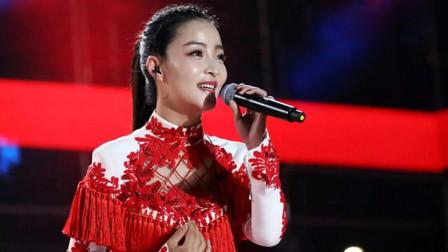 王二妮要吃醋了,王小妮与云飞同台合唱肉麻情歌,实在太般配了